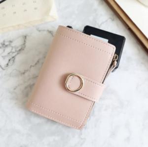 Ce portefeuille à moins de 4€ est tout mignon et sobre.